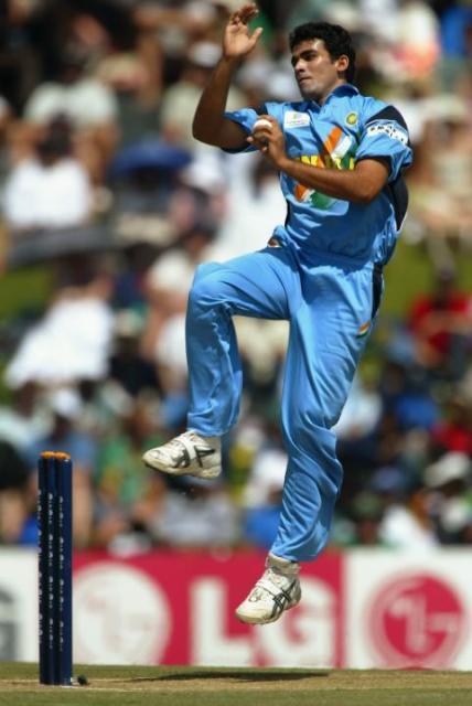 ज़हीर ख़ान ने 2000 में केन्या के ख़िलाफ़ अपना वनडे डेब्यू किया था।