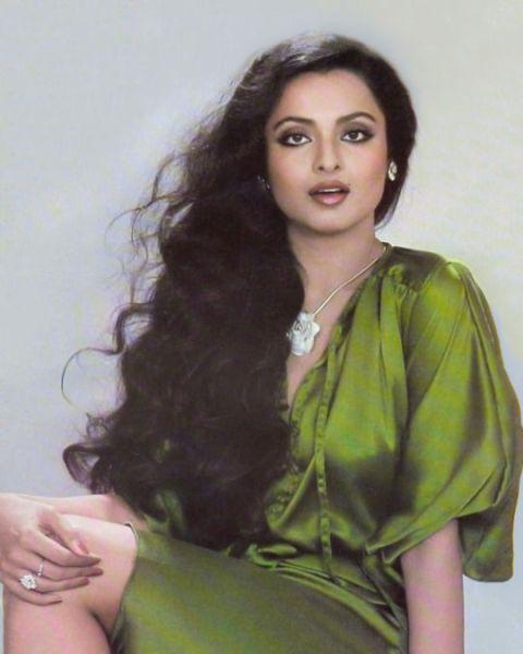 करियर के शुरुआती दौर में रेखा को तेलुगु की बी और सी-ग्रेड की फिल्मों में भी काम करना पड़ा।