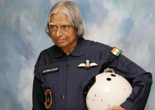 2002 में उन्होंने लक्ष्मी सहगल को हराकर देश के 11वें राष्ट्रपति बने थे।