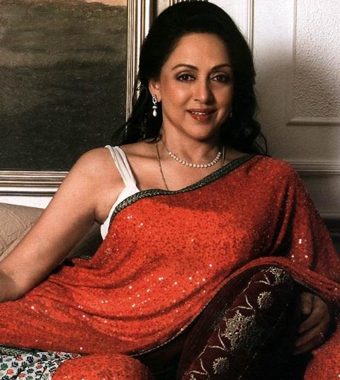 हेमा मालिनी सिर्फ ऐसी एक अभिनेत्री हैं जिन्होंने बॉलीवुड के सभी 5 कपूर के साथ काम किया है।