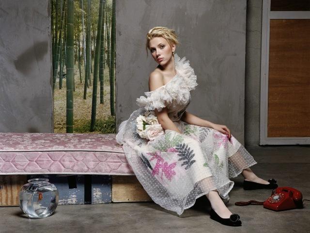 Scarlett Johansson एक अमरीकी अभिनेत्री, मॉडल और गायिका है।