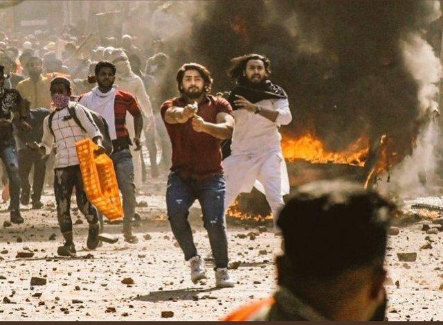 दिल्ली हिंसा की तस्वीरें देखकर आपका दिल भी दहल जाएगा !