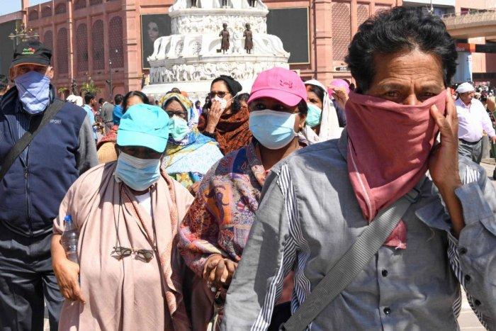 कोरोना वायरस के कारण अभी तक विश्व भर में 9000 से जयादा लोगों की जान गई है