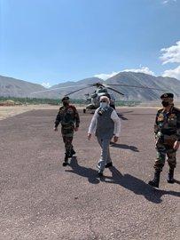 PM MODI की सरप्राइज लेह विजिट से चीन सहित पूरी दुनिया को मिला बड़ा संदेश